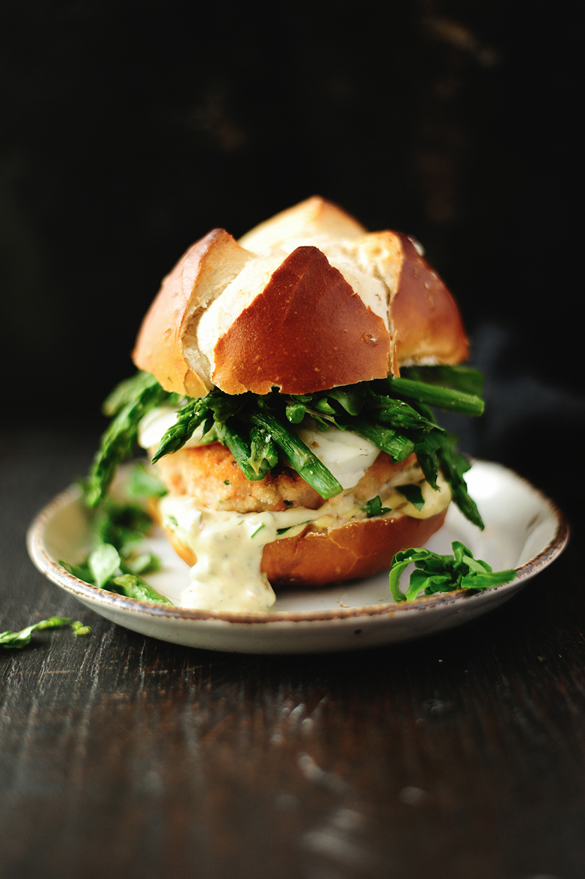 serving dumplings | Salmon burgers with mozzarella and asparagus