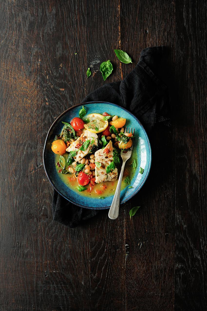 serving dumplings | Gestoofde witvis met spinazie en tomaten