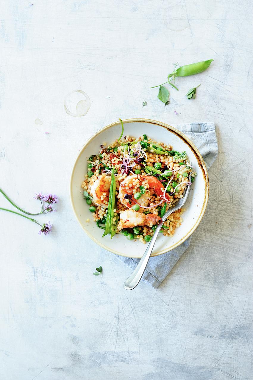 studio kuchnia | Kuskus perłowy z krewetkami i świeżym groszkiem