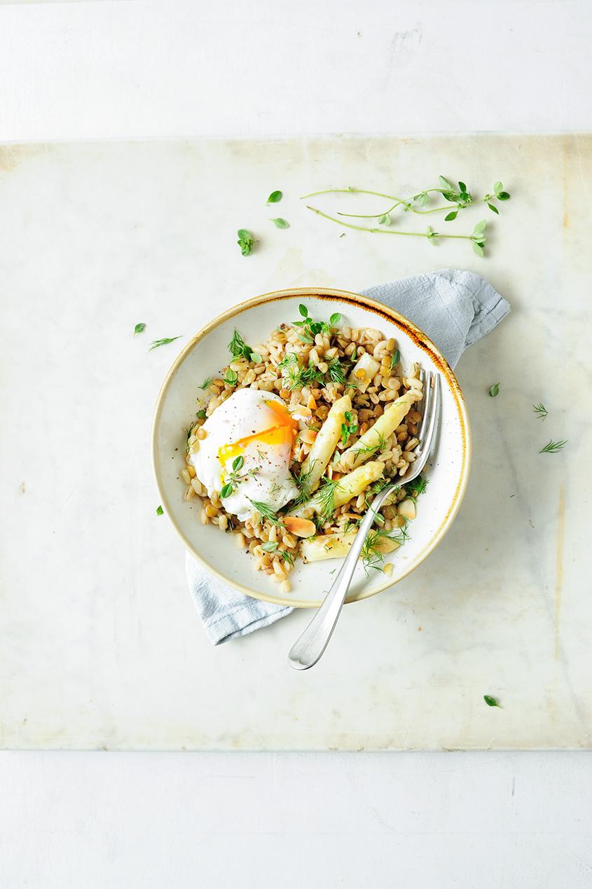 serving dumplings | Risotto van tarwekorrels met linzen en asperges