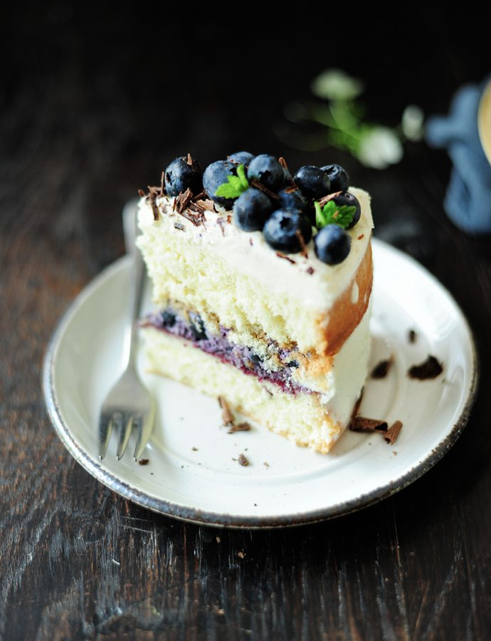 Summer blueberry mascarpone naked cake