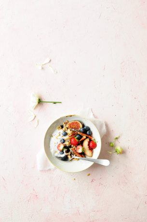 Power granola with dried blueberries