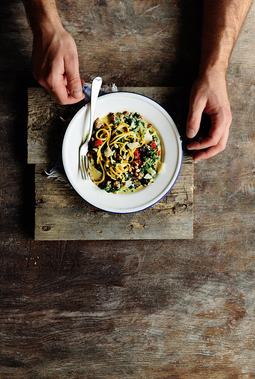 studio kuchnia | Makaron z wołowiną i szpinakiem w kremowym sosie
