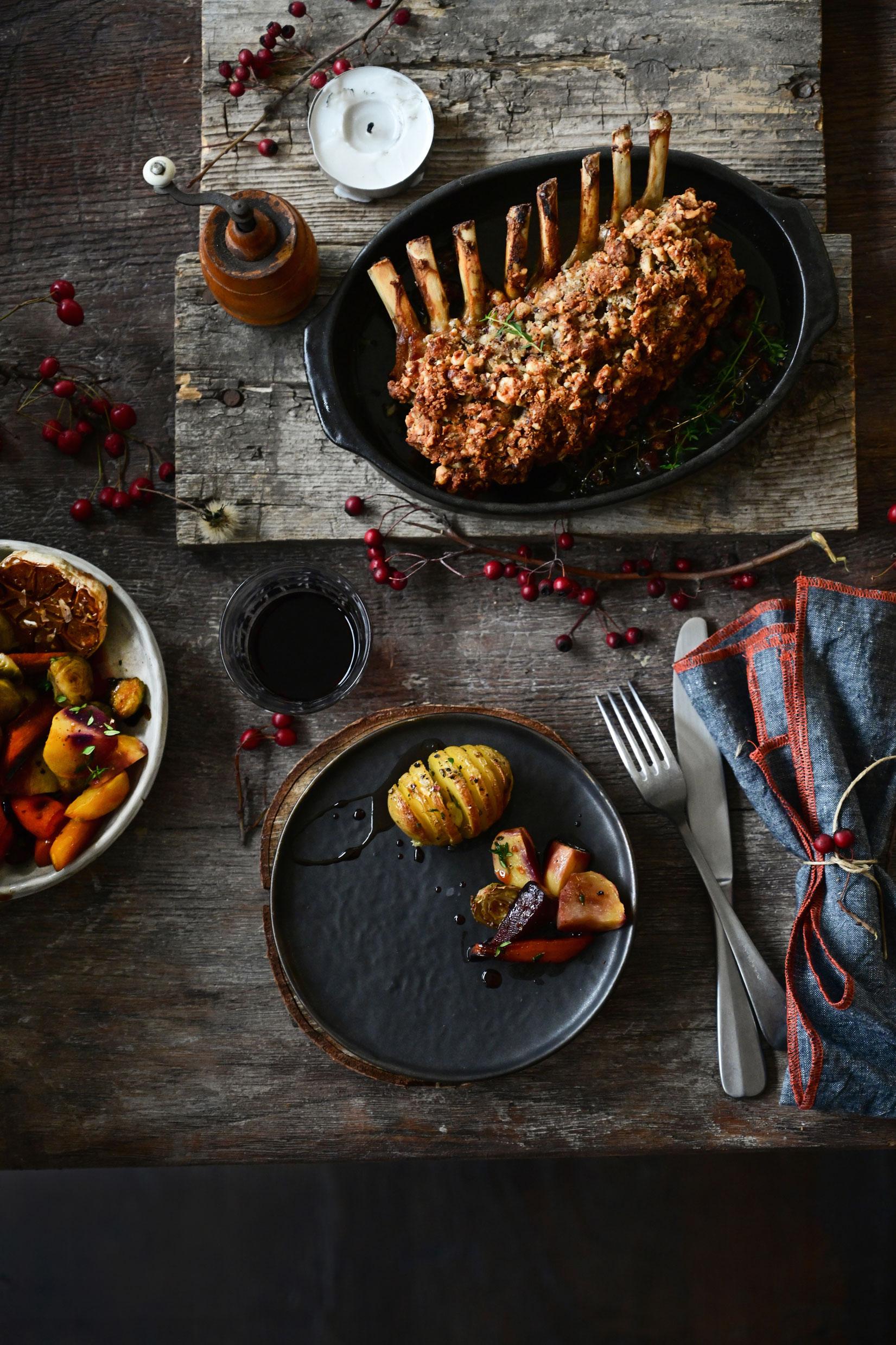studio kuchnia | Comber jagnięcy z orzechami laskowymi