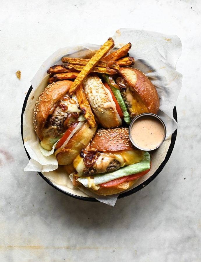 Juicy cheeseburger with jalapeño sauce and sweet potato fries