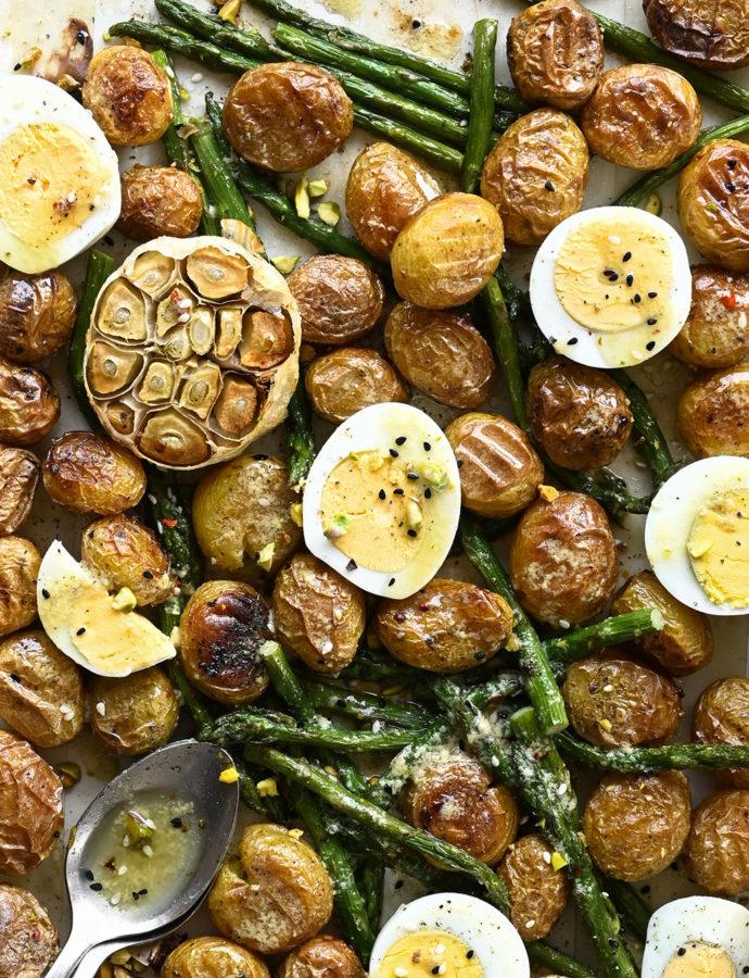 Geroosterde aardappelsalade met asperges en za'atar