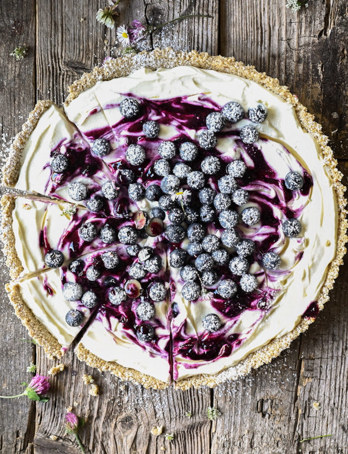 No-bake blueberry cheesecake with oat crust