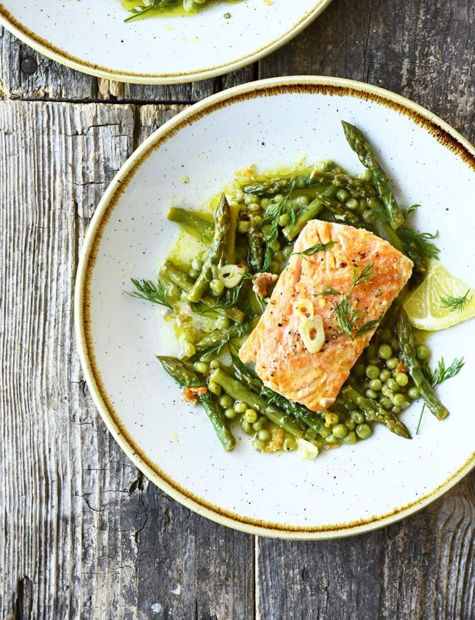 One skillet salmon with asparagus in lemon garlic sauce