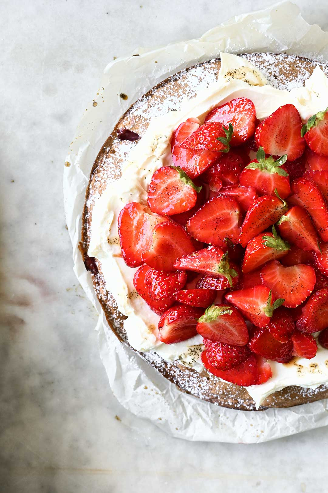 serving dumplings | Strawberry cake with mascarpone whipped cream
