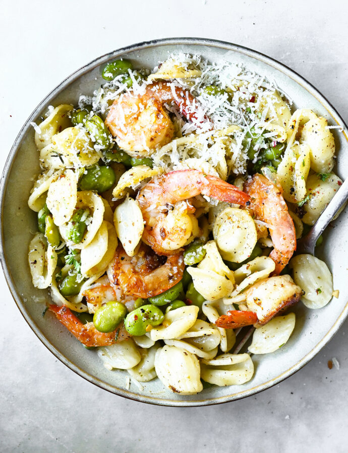 Pasta with shrimp, garlic and fava beans