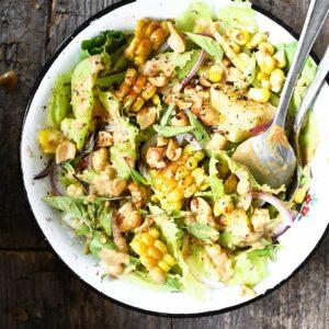Frisse maïs salade met pindadressing