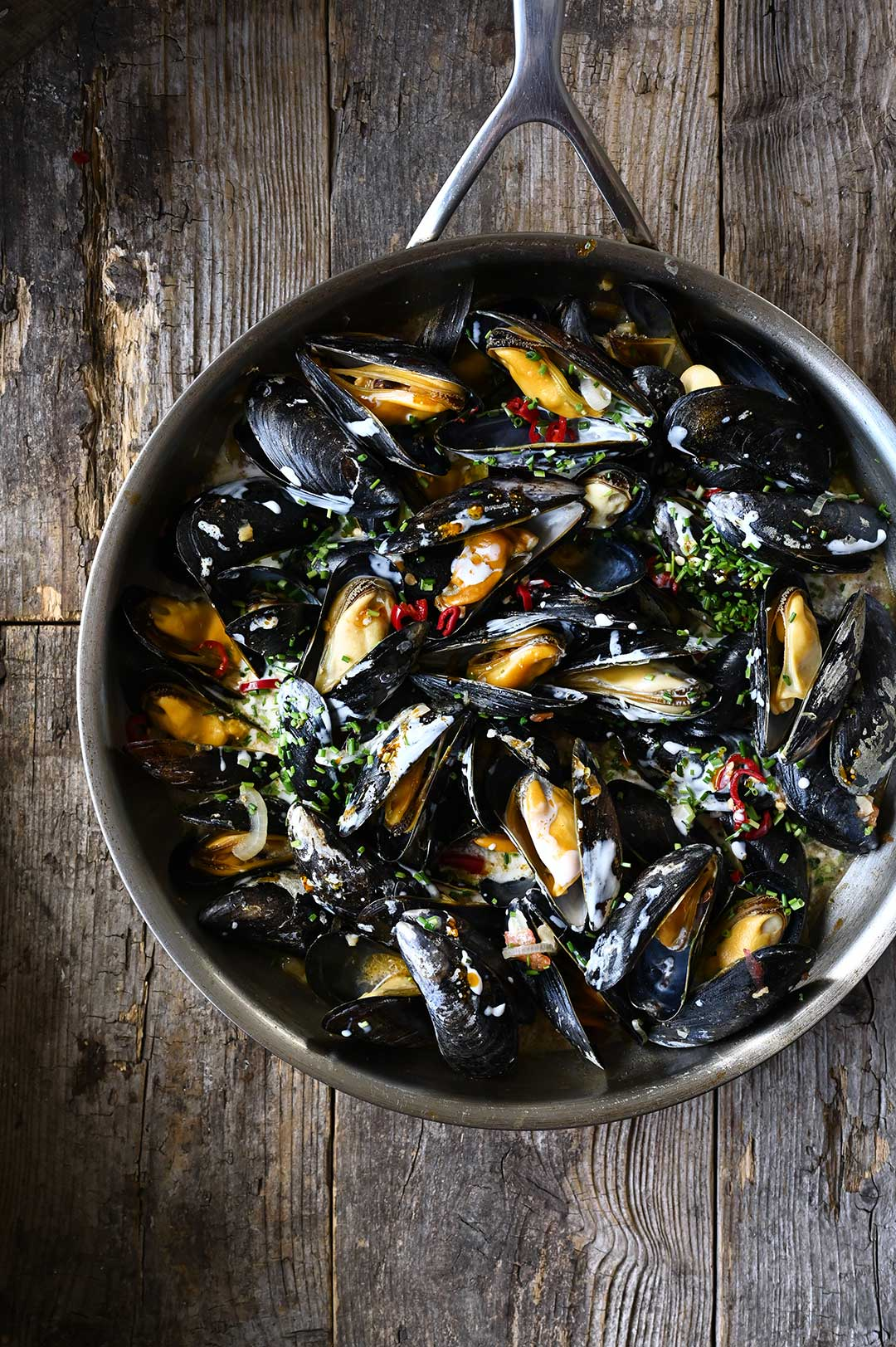 serving dumpings | Mussels in Garlic Miso Broth
