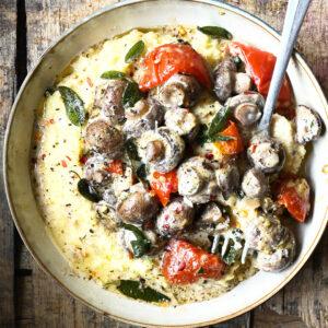 Polenta met miso champignons en zongedroogde tomaten