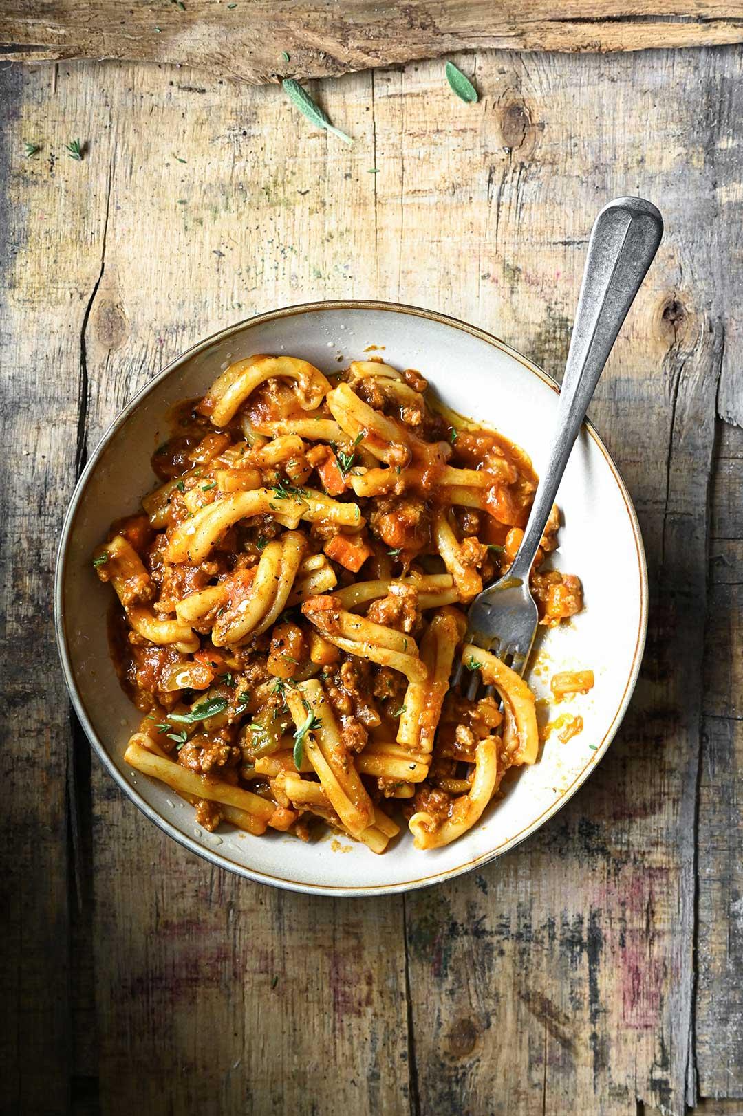 serving dumplings | Bolognese saus met rundvlees en pompoen