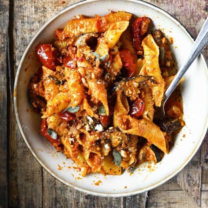red pesto pasta with mushrooms and sun dried tomatoes