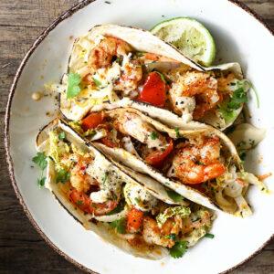 Taco's met scampi's, koolsla en miso aïoli