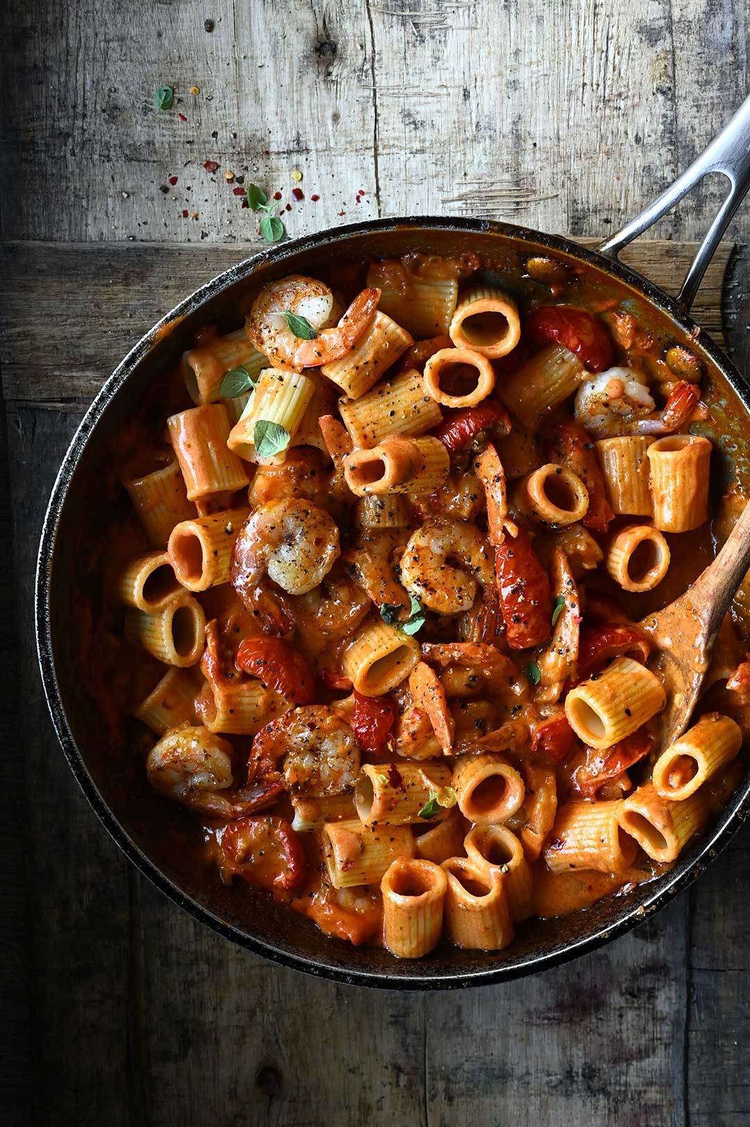 serving dumplings | Scampi in pittige tomatenroomsaus met pasta
