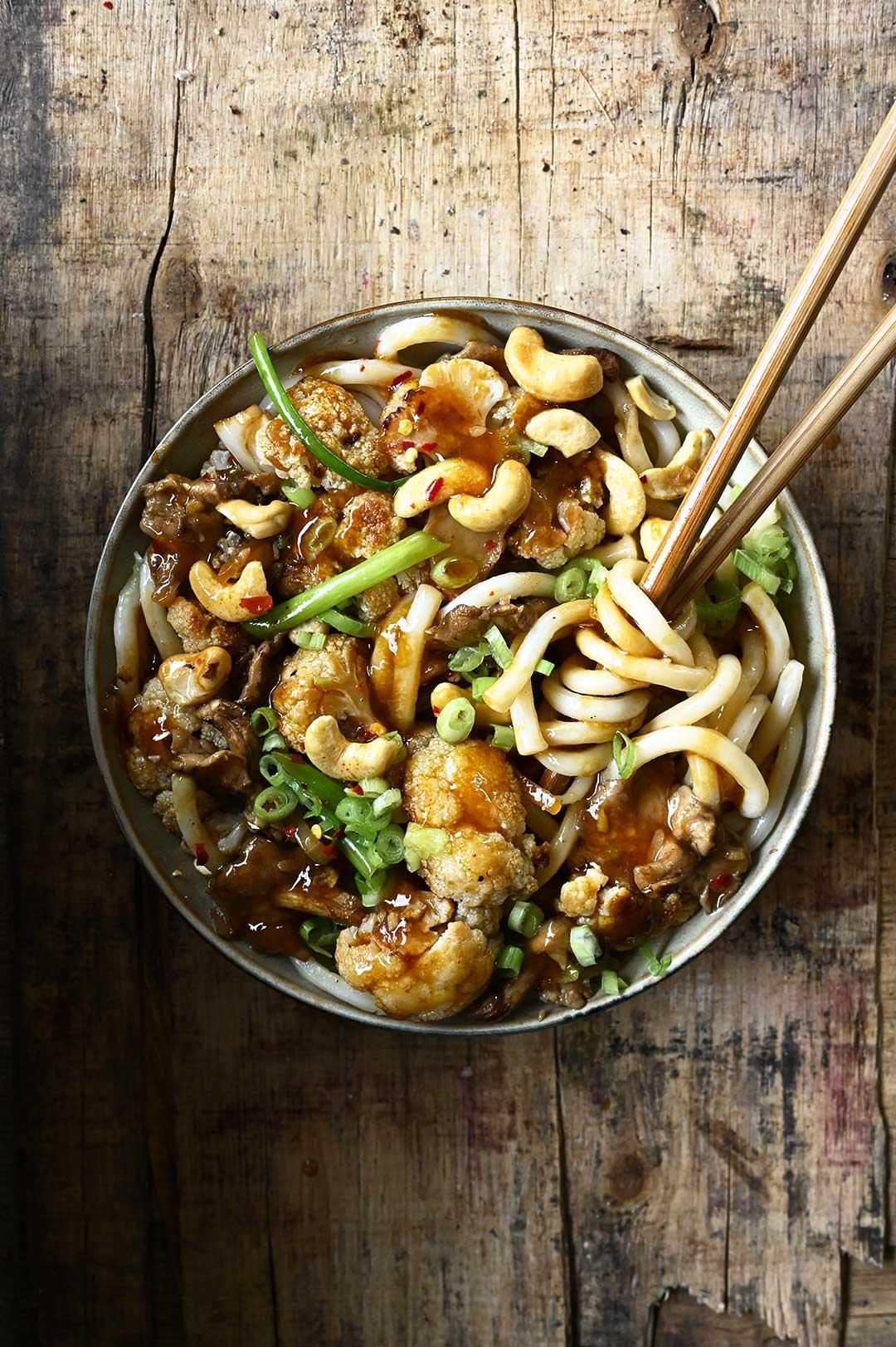 serving dumplings | Bloemkool Kung Pao