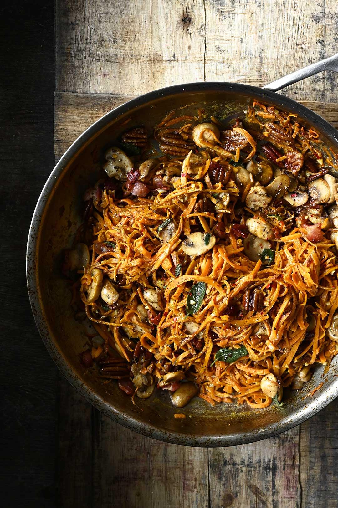 serving dumplings | Zoete aardappelpasta met champignons en spekjes