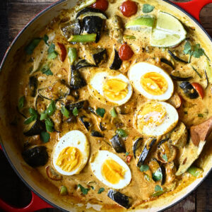 Curry met eieren en aubergine