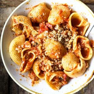 Pasta bolognese met bloemkool en pancetta