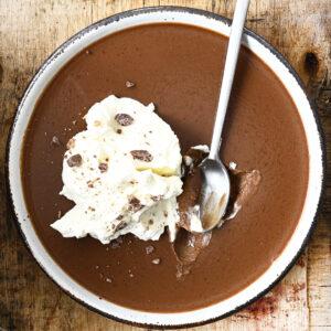 Chocolade panna cotta met pindakaas