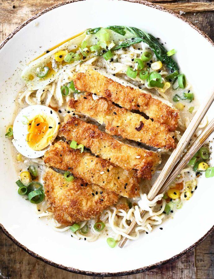 Kurczak Katsu z makaronem ramen i miso