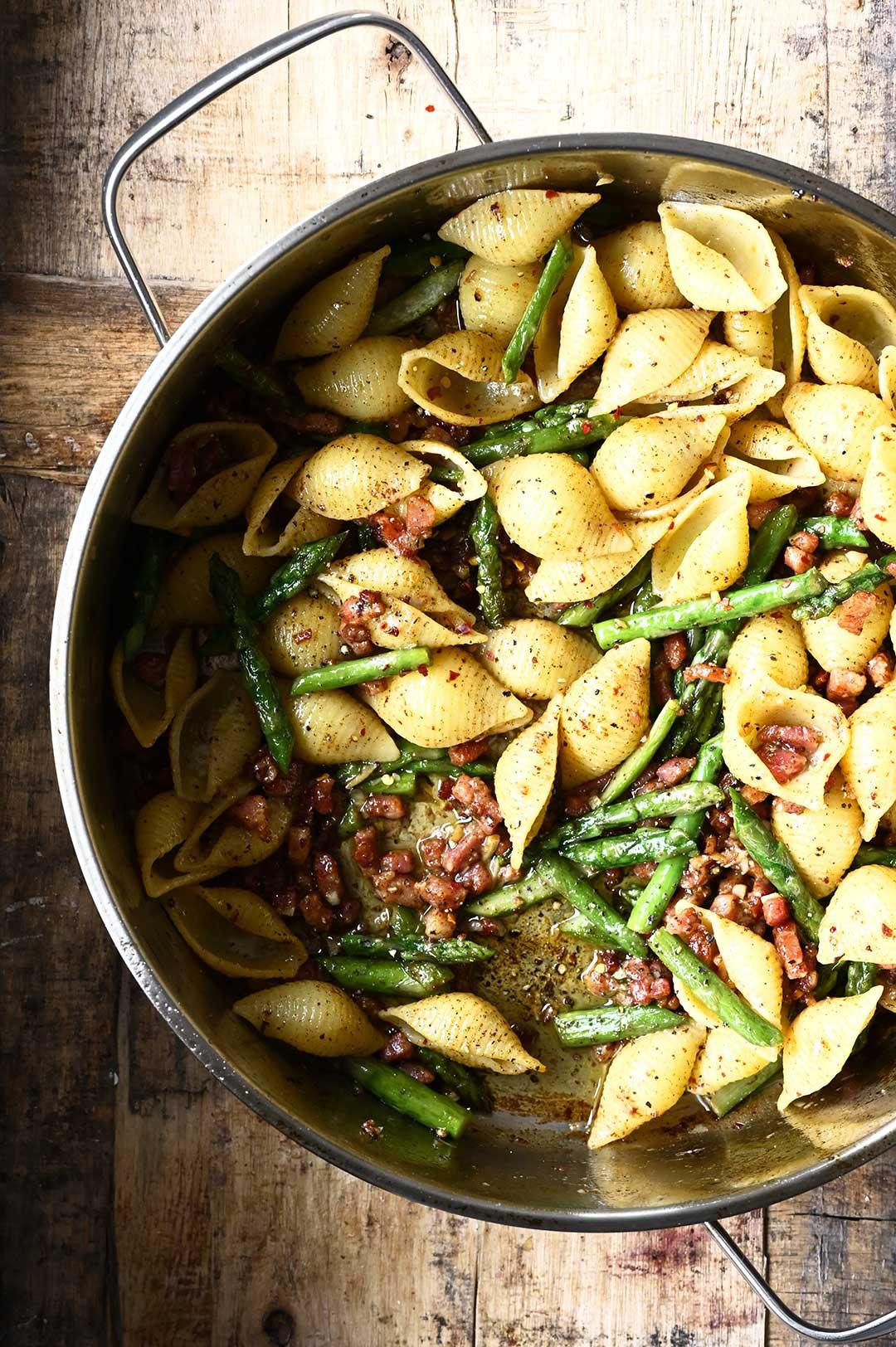serving dumplings | Pasta met asperges, spek en beurre noisette