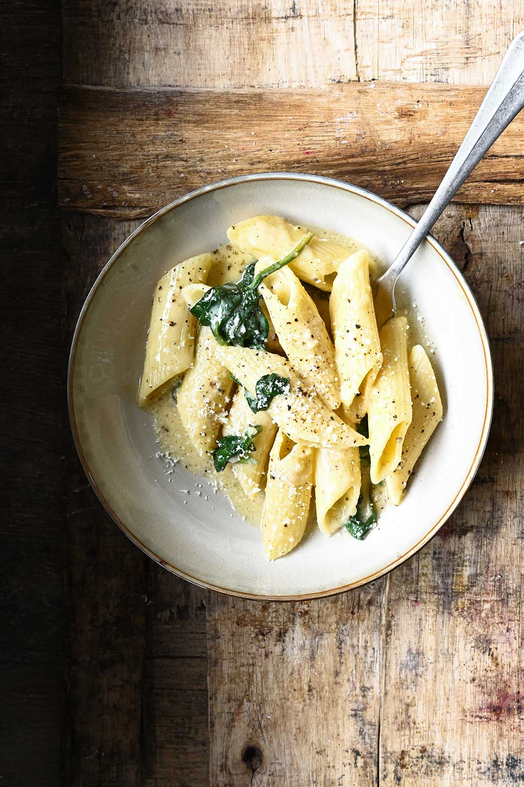 serving dumplings | Pasta met Parmezaanse kaas en spinazie