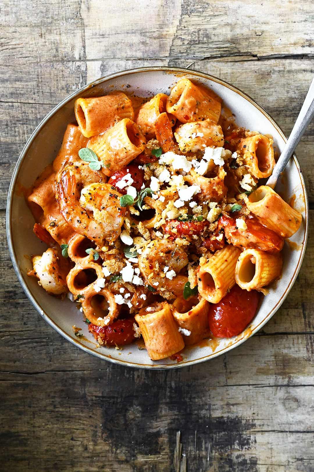 Scampi's in pittige tomatenroomsaus met pasta