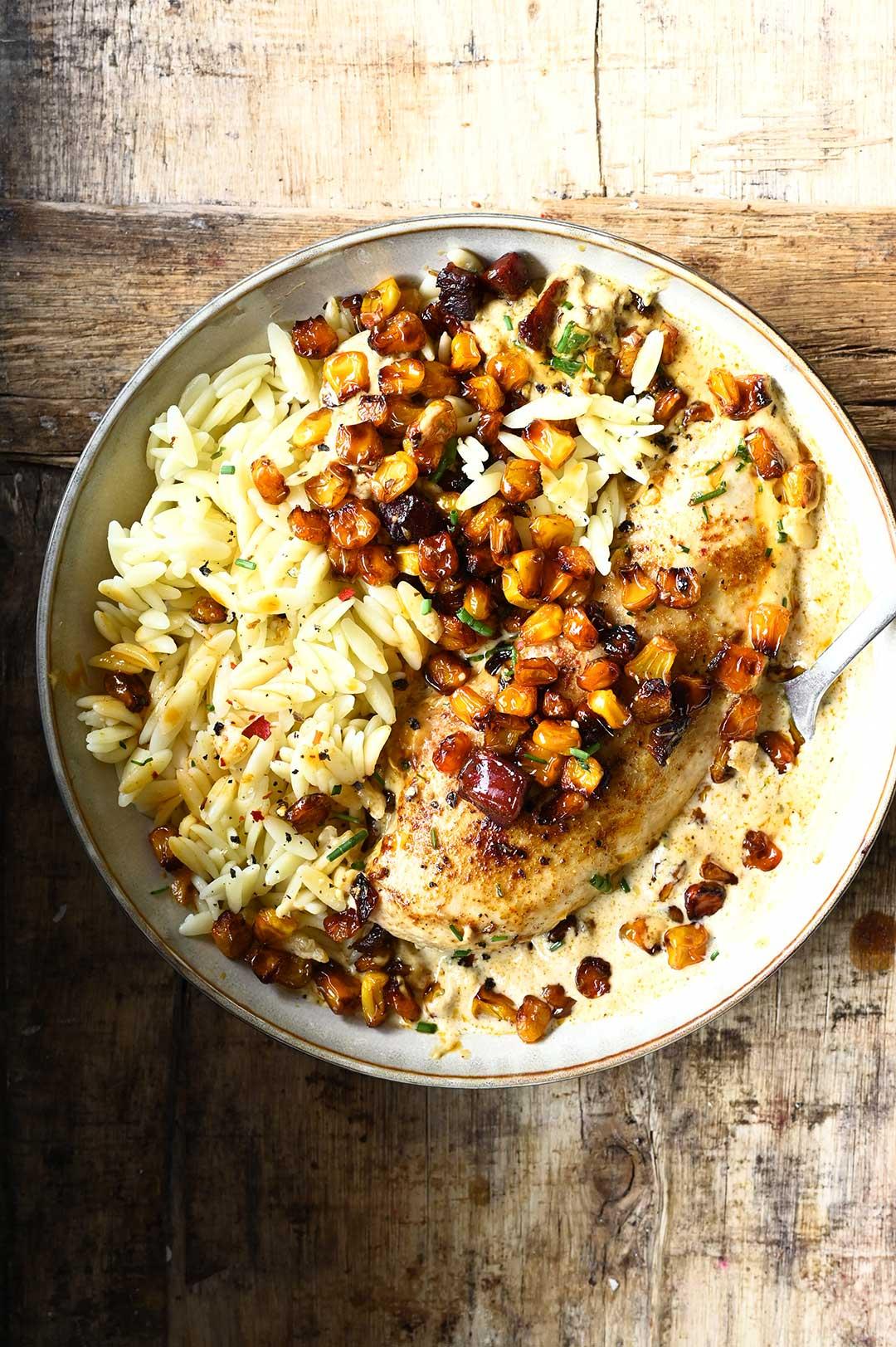 Kurczak w sosie śmietanowym z kukurydzą i chorizo