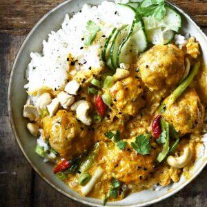 Thaise kippenballetjes met kokoscurry