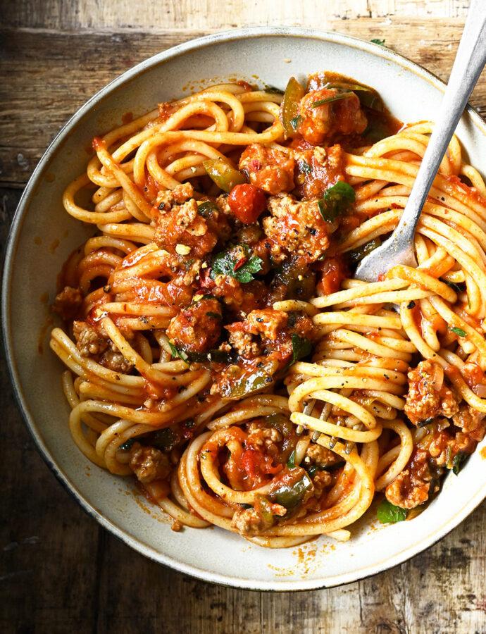Szybkie spaghetti bolognese z paprykami