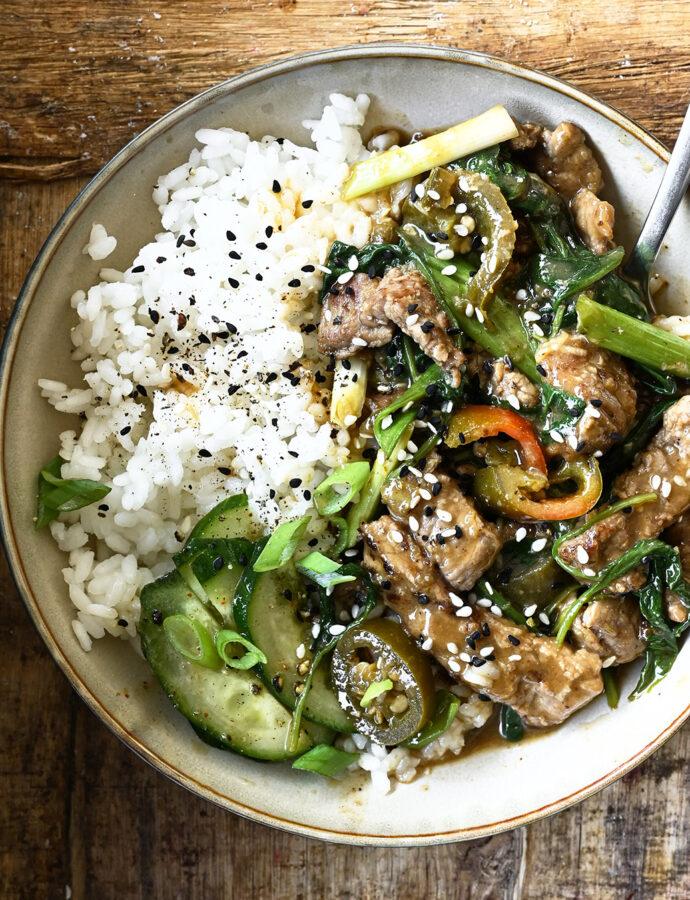Spicy wok met runderreepjes en spinazie