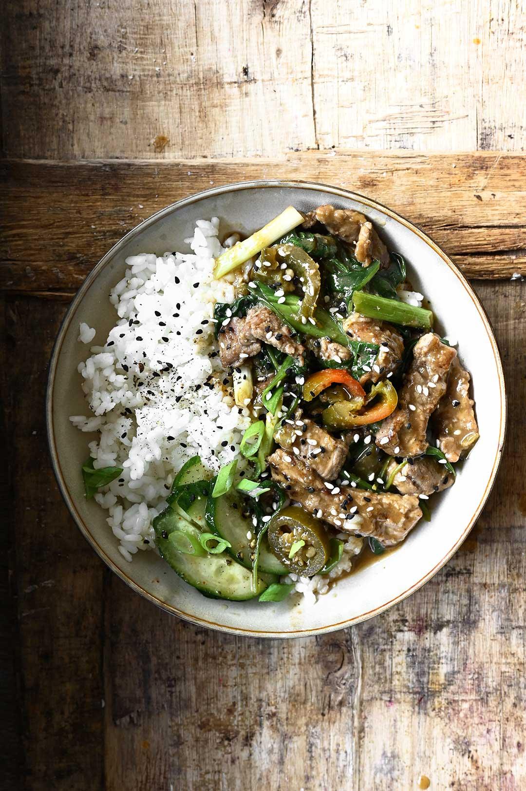 serving dumplings | Spicy wok met runderreepjes en spinazie